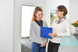 Praxisleistungen: Beratung mit Patientin